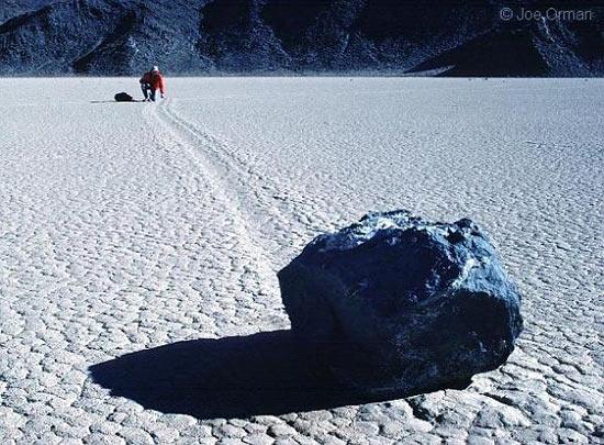 В Долине Смерти (США) камни двигаются сами по себе