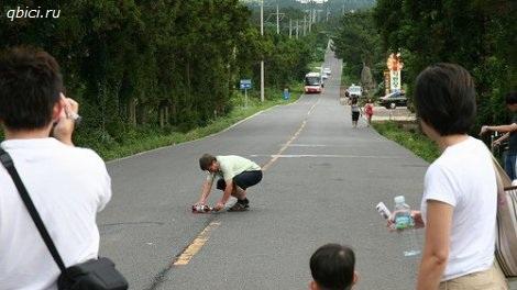 В Корее есть Магическая дорога где все скатывается в гору
