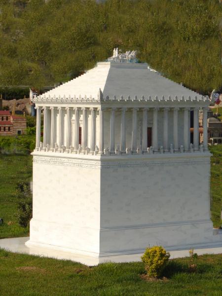 копия мавзолея в галикарнасе