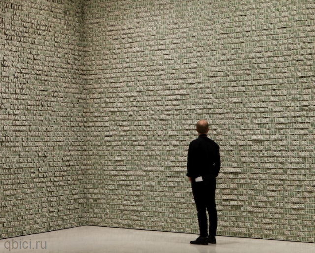 комната из денег в музее Гуггенхайма