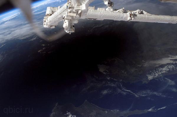 тень от луны на земле во время затмения из космоса