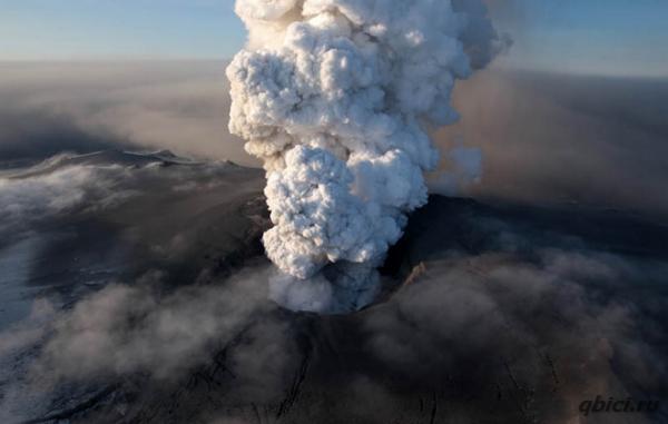 Эйяфьядлайёкюдль, вулкан ставший одним из самых знаменитых, с самым труднопроизносимым названием