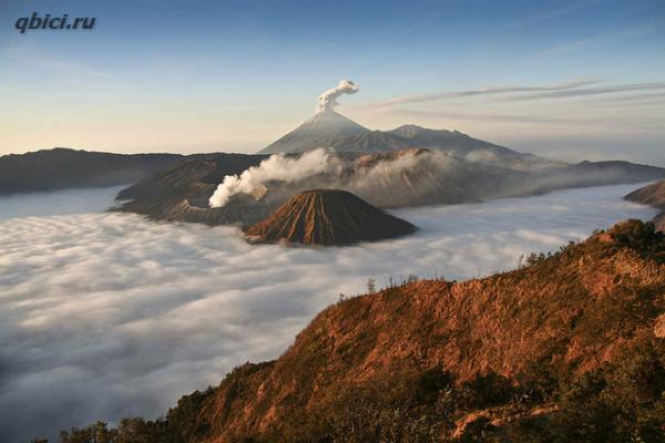 Вулкан Бромо почти с высоты птичьего полета