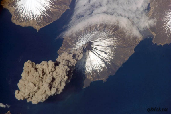 Извергающийся вулкан. Вулкан Кливленд на Аляске