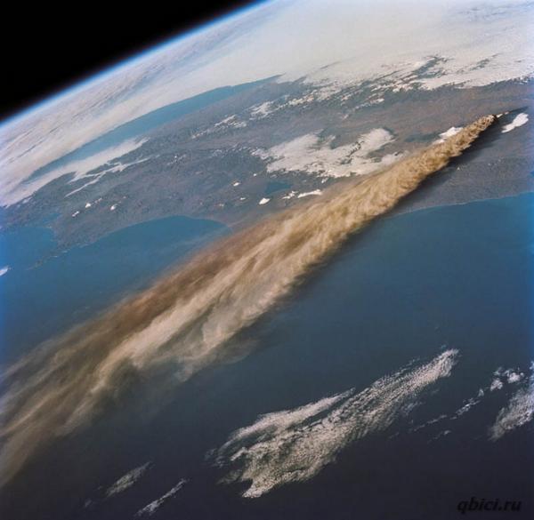 Ключевской вулкан на востоке Камчатки, фотография 1994 года