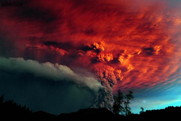 Вулкан Пуйеуэ в Чили. Извергающийся вулкан