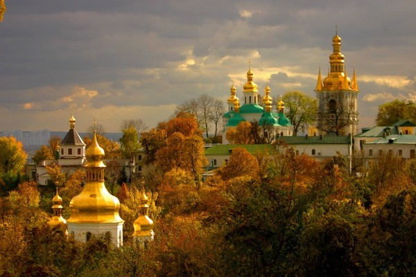 Куда поехать на Майские праздники (про Украину)