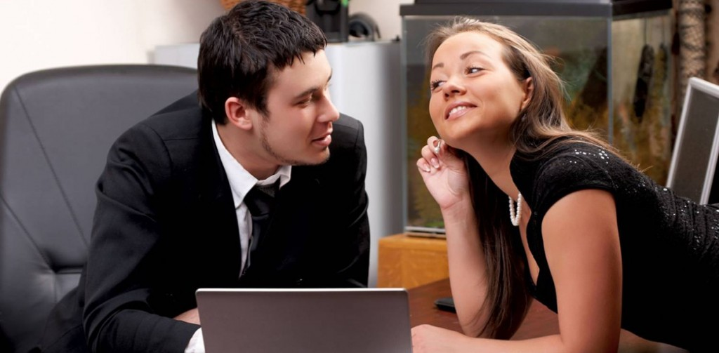 17 признаков того, что ваш босс влюбился в вас