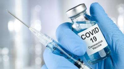 Вакцинированный и мертвый. Кто плодит кошмары о прививке от COVID-19?